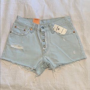 NWT Levi's high 501 waisted light wash shorts, 25